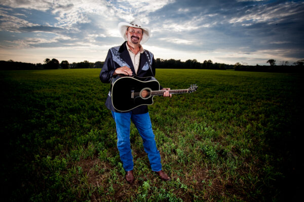 Interview: Richard Lynch Keeps Traditional Country Music Alive With His Music